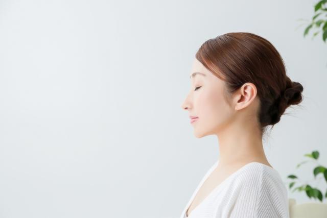 二重あごになりにくい骨格の女性のイメージ写真